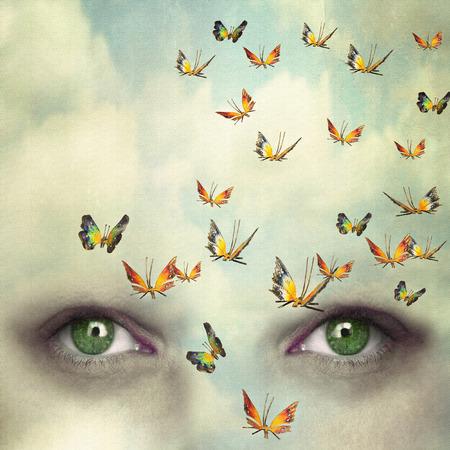 Twee ogen met de hemel en zo veel vlinders vliegen op het voorhoofd