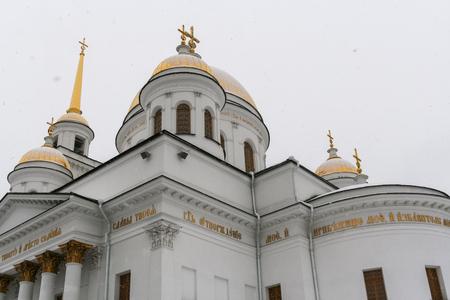 monasteri: Tempio ortodosso Cupole dorate del monastero femminile Novo-Tikhvinsky