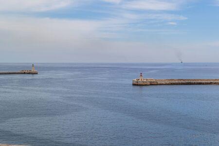 Valletta ist eine wunderschöne historische Stadt und andere charmante Orte auf der Insel Malta.
