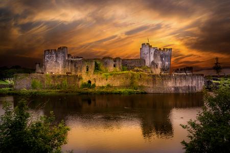 Un histórico castillo medieval de piedra ubicado en Gales, el castillo más grande y el segundo más grande de Inglaterra. Editorial