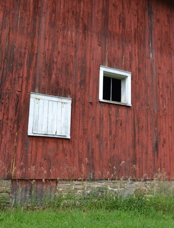 Old Barn Windows Редакционное