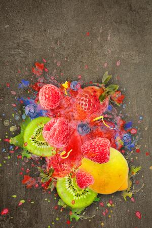 Artfully and lovingly designed fruit explosion with raspberries, blackberries, strawberries, kiwis, lemon and water splashes in the background Stockfoto - 118065203
