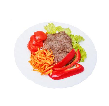 Fleisch, Gemüse und grüne Pflanzen.
