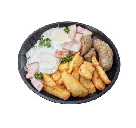 Fleisch, Gemüse, Speck auf Stahlpfanne. Standard-Bild