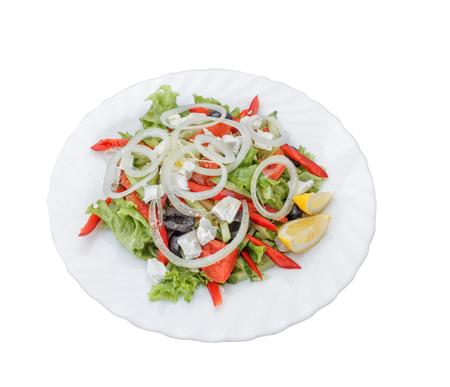 Gemüsesalat mit Käse, Pfeffer und Oliven. Standard-Bild