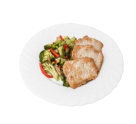 Fleisch, Gemüse und grüne Pflanzen. Geschmorter Blumenkohl und gebratenes Schweinefleisch. Standard-Bild