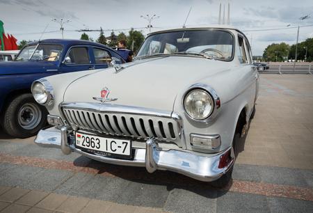 Weiße GAZ M21 Volga bei der Ausstellung von Oldtimern. Sommer. Weißrussland. Vitebsk. 2017.