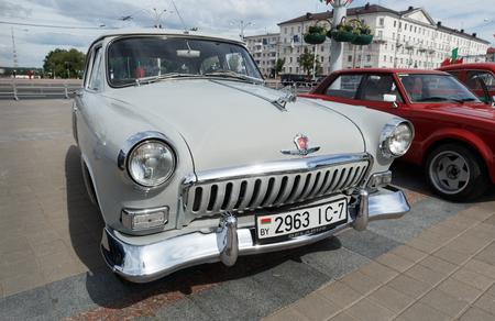 Langer grauer GAZ M21 Volga auf der Ausstellung von Oldtimern. Sommer. Weißrussland. Witebsk. 2017.
