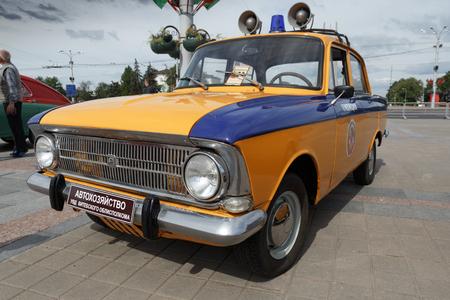 Polizei Moskwitsch 412 Volga bei der Ausstellung von Oldtimern. Sommer. Weißrussland. Witebsk. 2017. Editorial