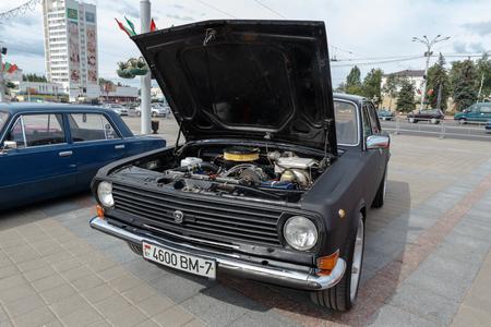 Schwarzer GAZ M21 Volga auf der Ausstellung von Oldtimern. Sommer. Weißrussland. Witebsk. 2017.