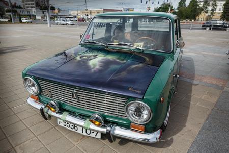 Kompaktwagen VAZ 2102 bei der Ausstellung von Oldtimern. Sommer. Weißrussland. Vitebsk. 2017. Editorial