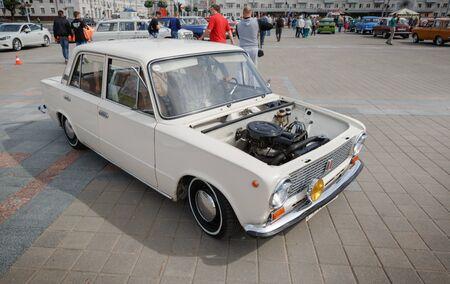 Kompaktwagen VAZ 2111 auf der Ausstellung von Oldtimern. Sommer. Weißrussland. Witebsk. 2017. Editorial