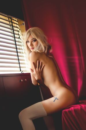 Beautiful women without clothes With a red background in the room.Dark tone decoration And add grain to the image.photos of nude female art.Do not focus on objects. Stockfoto