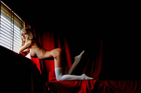 Beautiful women without clothes With a red background in the room.Dark tone decoration And add grain to the image.photos of nude female art.Do not focus on objects. 版權商用圖片