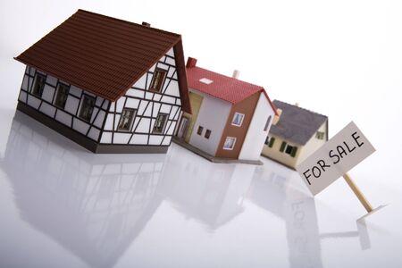 sold small: A house for sale. Archivio Fotografico