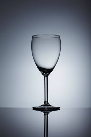 Empty wine glass isolated over background Imagens