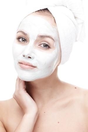 Schöne junge Frau auf weißem Hintergrund Standard-Bild