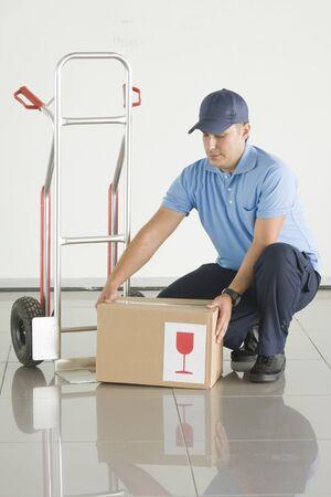 obrero trabajando: entrega Foto de archivo