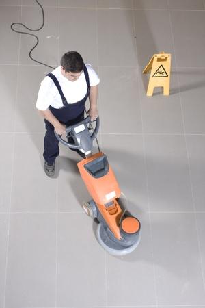 pulizia pavimenti: la pulizia dei pavimenti con macchina
