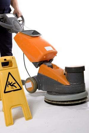 comercial: limpiando el suelo con la m�quina