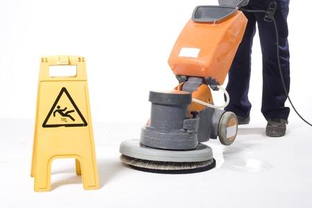 detersivi: la pulizia dei pavimenti con macchina