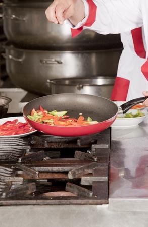 mujeres las verduras del chef de cocina Foto de archivo - 14536327