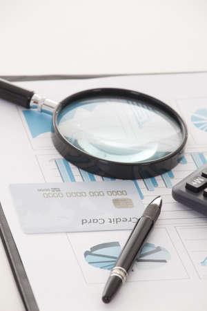 gestion documental: Negocios de fondo, el concepto de datos financieros con la pluma y la lupa