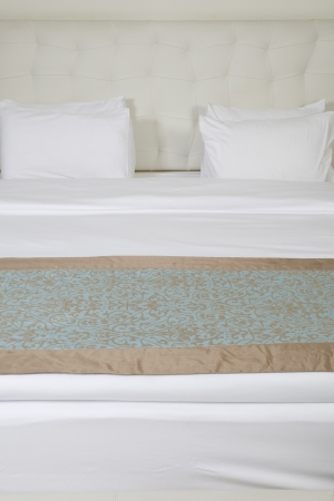 king size: King sized bed in a luxury hotel room