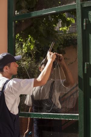clothes washer: limpieza de ventanas Foto de archivo
