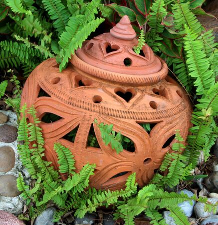 sightly: Pottery decoration in the garden