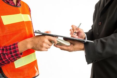 remuneración: Construction worker giving a bribe to endorser for approve the work project. Concept - corruption.