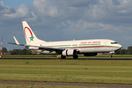 maroc: AMSTERDAM - JULY 01: Royal Air Maroc Boeing B737-800 lands at AMS Airport in Netherlands on July 01, 2012. Royal Air Maroc is the flag carrier of Morocco. Editorial