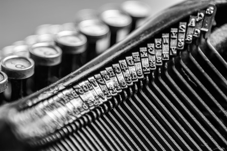 Black and white close-up view of an old typewriter Standard-Bild