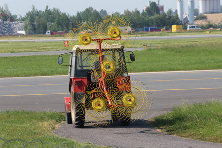 mow: Tractor to mow grass