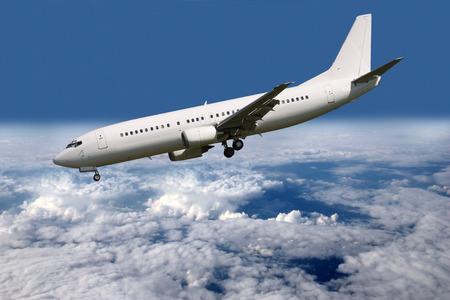 Steep descent aircraft landing gear and flaps Standard-Bild