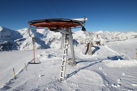 Endstation der Ski-Schlepplift in den österreichischen Alpen Standard-Bild - 49555670