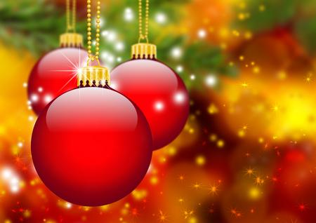 estaciones del año: Tres bolas de Navidad Roja colgando en frente de abeto rama de árbol abstracta con el fondo de Bokeh Efecto - la temporada de vacaciones, plantilla de tarjeta de felicitación.