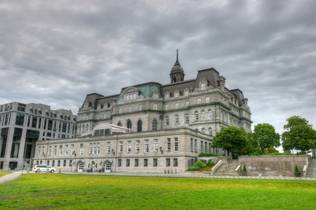 vile: Montreal Hotel de Ville building