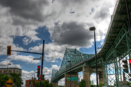 A photo of Pont Jacque Cartier with a lot of clouds Imagens