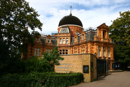median: Greenwich Observatory building in the middle of the park