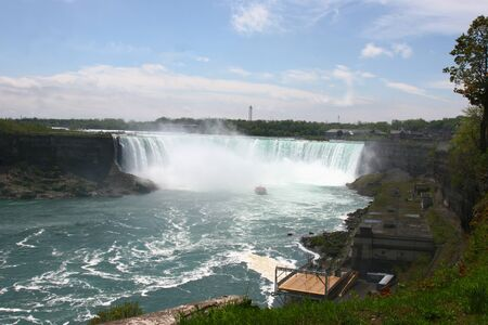 Ship going into Niagra Falls with tourists on it Stock fotó