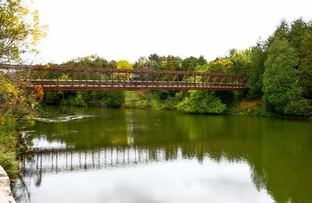 Bridge crossing Grand river at Elora Фото со стока