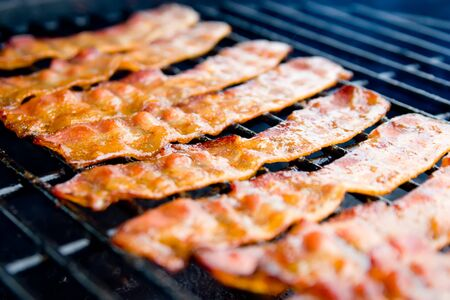 Hickory fumé Bacon sur le gril
