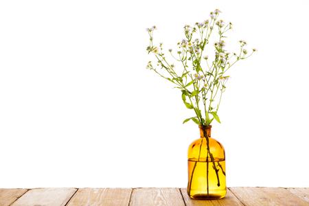 Alternatieve geneeskunde concept - fles met kamille Stockfoto