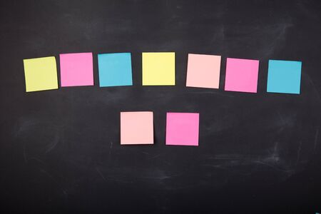 Colorful sticky notes on the blank blackboard Banque d'images