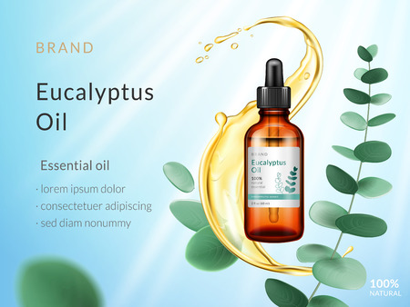 Annunci di olio essenziale di eucalipto. Prodotto cosmetico. Spruzzata di liquido con foglie di ramo ed eucalipto isolate su sfondo blu cielo con raggi solari. Illustrazione di vettore 3d. Vettoriali