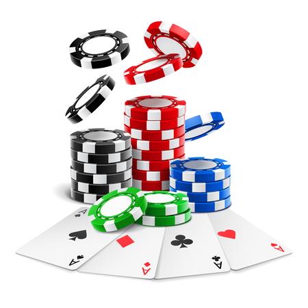 Asse, die in der Nähe von realistischen Casino-Chips oder Spielkarten in verschiedenen Farben liegen, und ein Stapel fallender 3D-Glücksspielmarken für Blackjack oder Sportpoker. Spiel und Glücksspiel, Glück und Gewinnthema Vektorgrafik