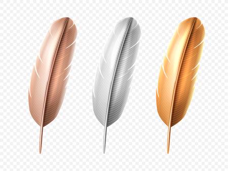 Set di piume realistiche di uccello bianco e bronzo, dorato isolato. Penna morbida o leggera di pavone o cigno, angelo o colomba, gallina. Pennacchio o lanugine dall'ala. Decorazione colorata e piume indiane