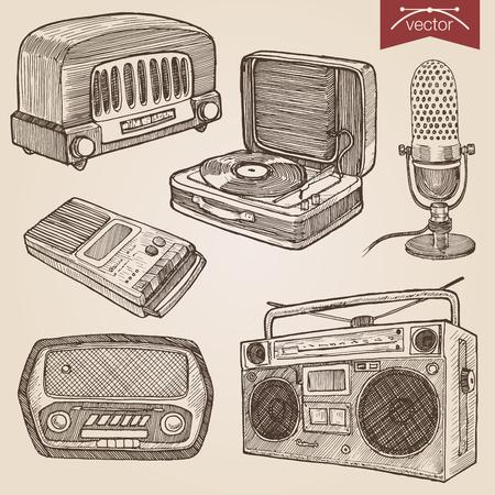 Hachura do lápis da pena do estilo da gravura que choca o papel que pinta objetos retros do áudio da música da ilustração do lineart do vetor do vintage. Rádio, toca-discos, microfone, boombox de cassetes, gravador de voz. Foto de archivo - 45041413