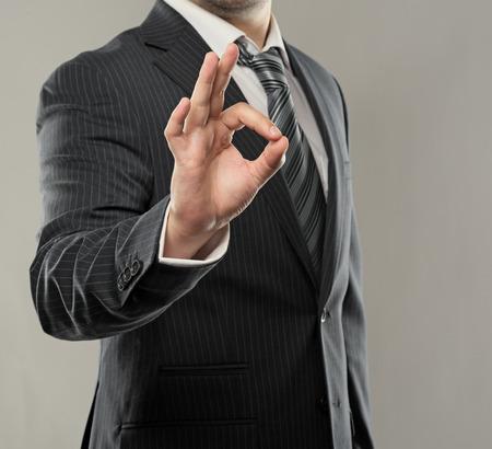 ok symbol: Giovane imprenditore di successo che mostra bene simbolo Close-up della mano imprenditore s, riprese in studio